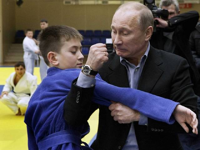 here-putin-educates-a-judo-student-in-the-art-of-inflicting-pain-on-enemies-with-his-bare-hands