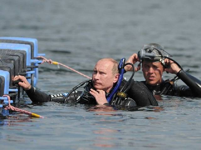 putin-is-also-a-man-of-science-here-he-scuba-dives-at-an-archaeological-site
