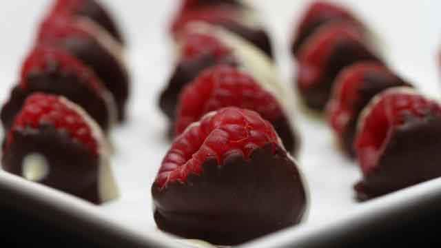 20-dark-chocolate-and-raspberries_tn