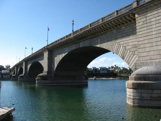 http://mixstuff.ru/wp-content/uploads/2013/07/Lake-Havasu_London-Bridge-1.jpg