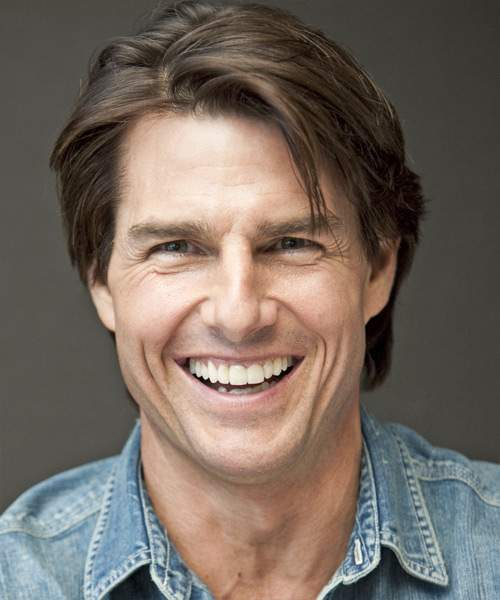 Tom Cruise has a tooth at the exact center of his face