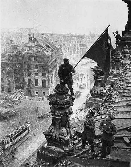 52 Soviet flag over Berlin