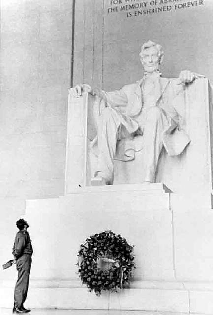 67 Castro at the Lincoln memorial