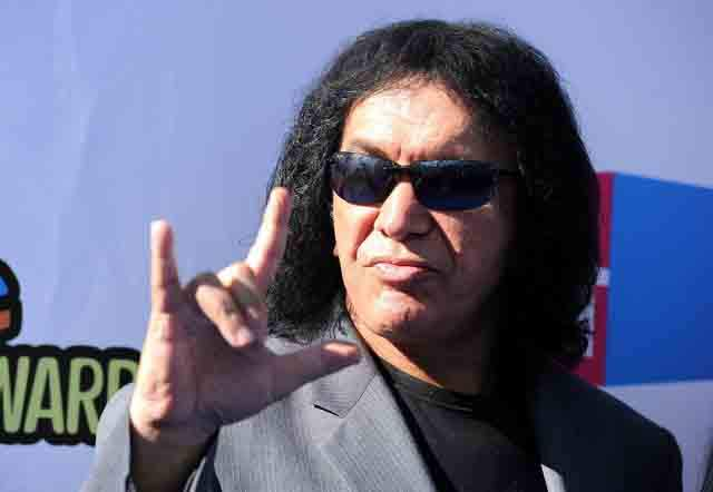 Gene Simmons 2011 VH1 Something Awards Arrivals ICq7J3o5N7ux