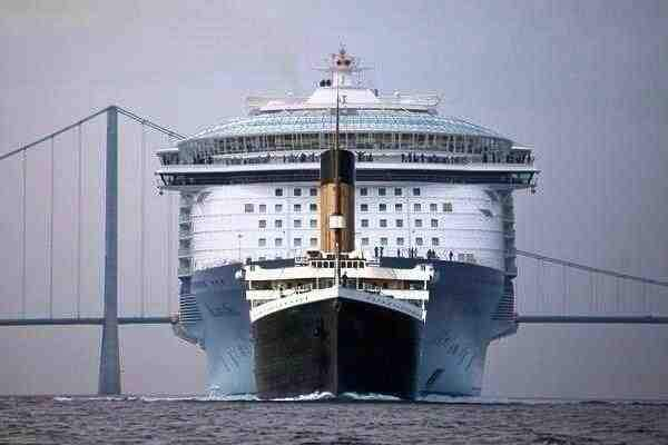 Size comparison - Titanic vs. Allure of the Seas Cruise Ship