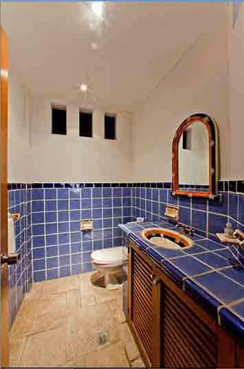 fantasy-playa-conchas-chinas-website-shows-a-spacious-sparkling-bathroom