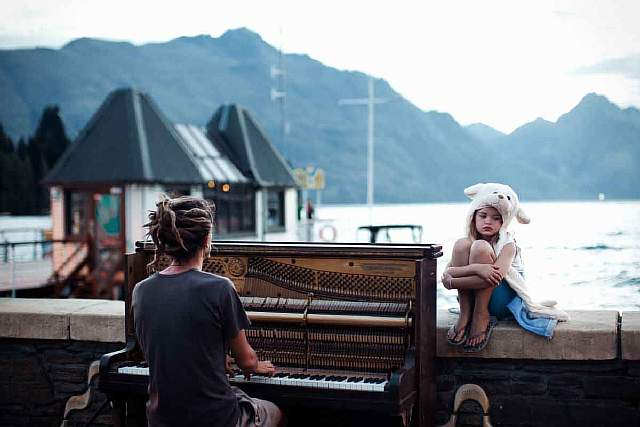 merit-winner-piano-play-at-sunset-location-queenstown-new-zealand