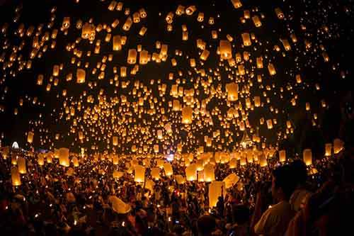 thousands-of-lanterns-float-to-the-night-sky-at-the-thai-festival-loi-krathong-which-takes-place-during-a-full-moon-in-november