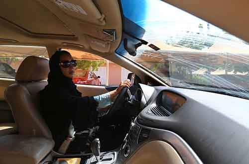 UAE-SAUDI-WOMEN-DRIVING