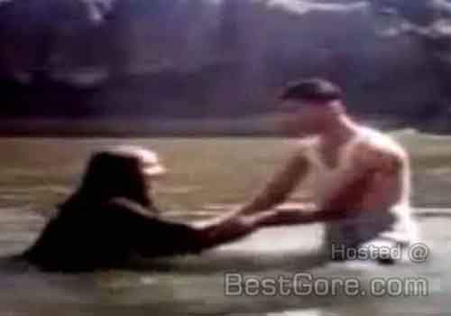 a98776_young-couple-capture-accident-drowning-camera-yemen