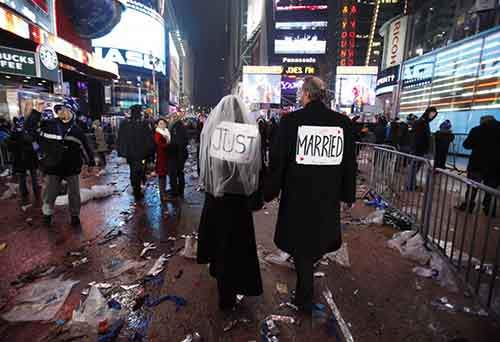 vows-in-times-square-on-new-years-eve