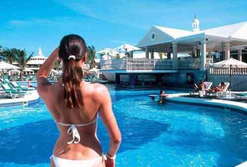 fantasy-riu-negril-clubs-pool-is-filled-with-beautiful-people
