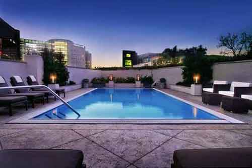 fantasy-take-a-romantic-nighttime-dip-at-the-los-angeles-sofitel