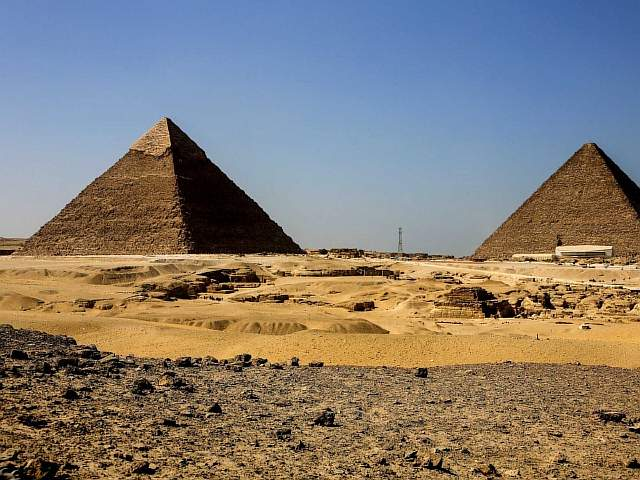 pyramids-at-giza-khufu-and-khafra
