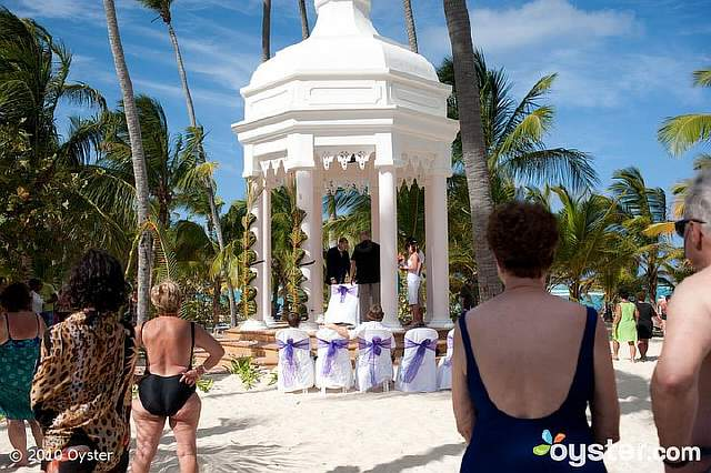 reality-a-classy-intimate-beach-wedding-for-everybody