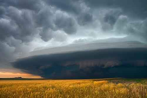 hollingshead-started-chasing-this-storm-near-his-home-in-nebraska-seven-hours-of-driving-later-and-he-got-this-shot