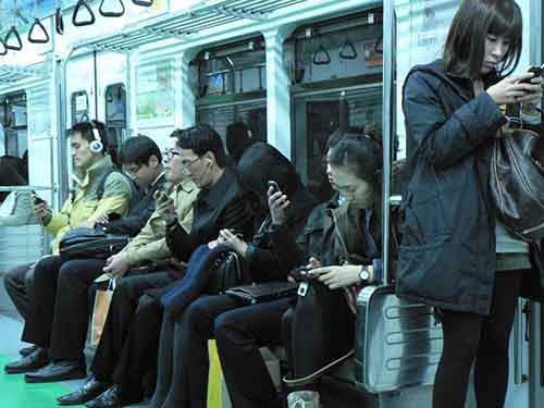 smartphone-overuse-may-eventually-weaken-your-hands-and-wrists