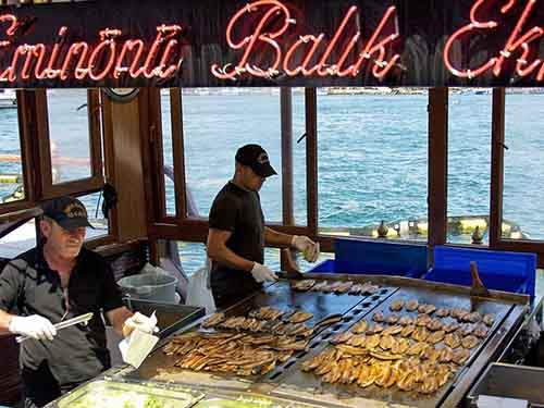 turkish-fish-food-balik-ekmek