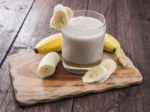 01-banana-smoothie-TS-178834536