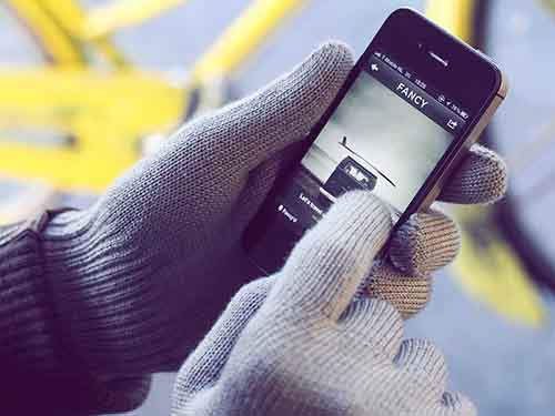 keep-his-fingers-warm-while-he-texts-you-with-a-pair-of-touchscreen-gloves