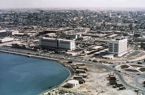then-heres-what-the-skyline-of-the-qatari-capital-of-looked-like-in-1977