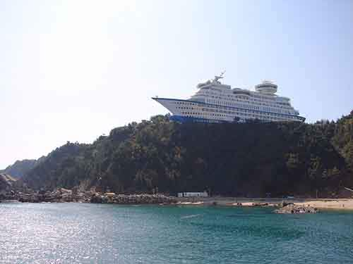 Korean hotel built by a shipyard to emulate a cruise ship.