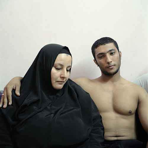 in-the-aftermath-of-the-arab-spring-denis-daileux-went-to-cairo-to-photograph-portraits-of-young-egyptians-with-their-mothers