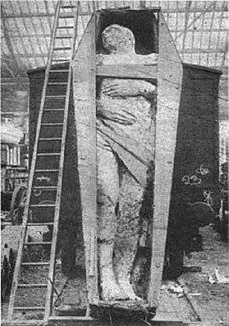 503_mystery-of-fossilized-irish-giant-1370075988