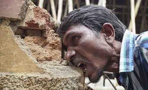 9-pakkirappa-hunagundi-cultivates-fondness-for-eating-bricks