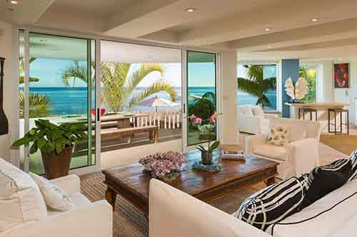 Living-room-overlooking-the-sea