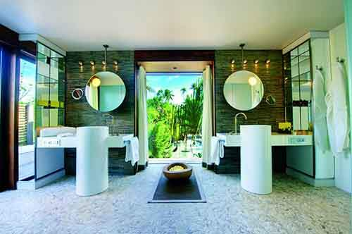 even-the-bathroom-opens-up-to-the-outdoors