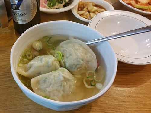 http://mixstuff.ru/wp-content/uploads/2014/04/i-stopped-inside-one-random-restaurant-for-dumpling-soup-and-a-cass-a-local-korean-beer.jpg