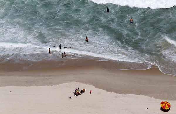 residents-and-tourists-relax-at-copacabana-beach-in-rio-de-janeiro
