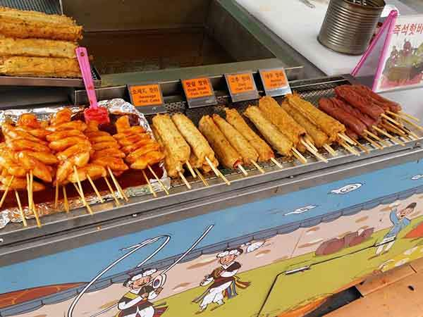 http://mixstuff.ru/wp-content/uploads/2014/04/this-one-had-fish-cakes-and-hot-dogs-on-a-stick.jpg