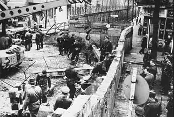 berlin-wall-construction_5