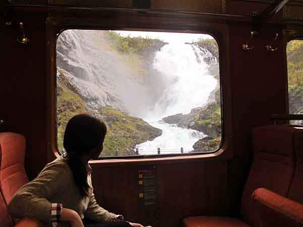 the-railway-line-is-one-of-the-steepest-in-the-world-it-passes-by-spectacular-scenery-including-waterfalls-and-valleys