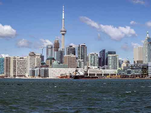 14-toronto-canada-has-1966-tall-buildings-in-630-square-miles