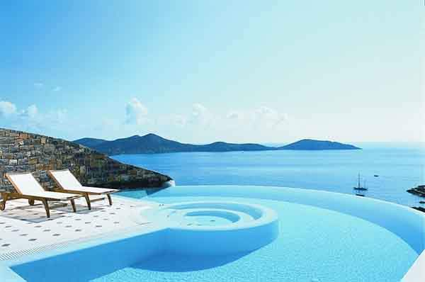 the-24-amazing-pools-you-need-to-jump-in-before-you-die-17