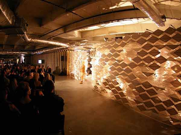 the-architect-used-paper-covered-hangers-as-a-backdrop-to-manipulate-pattern-light-and-shadow-for-a-fashion-show