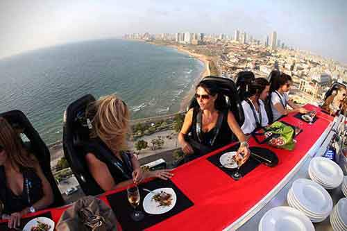 http://mixstuff.ru/wp-content/uploads/2014/07/Dinner-In-The-Sky-1.jpg