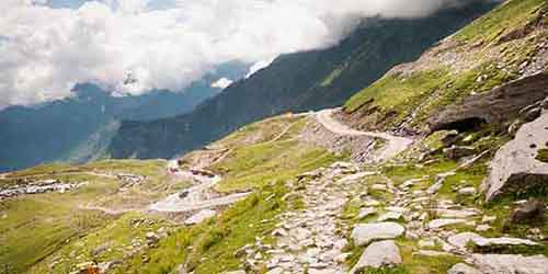 indias-rohtang-pass-offers-a-spectacular-view-of-glaciers-peaks-and-rivers-be-warned--its-also-known-for-its-massive-landslides