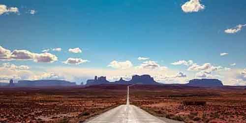 scenic-byway-163-stretches-from-the-arizona-border-through-monument-valley-in-utah-during-the-45-mile-drive-youll-be-able-to-admire-the-beautiful-red-rocks-and-desert