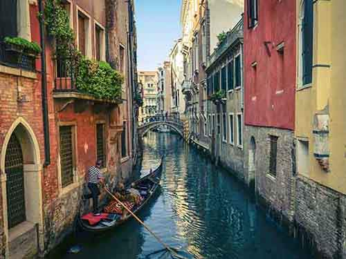take-a-gondola-ride-through-the-magnificant-canals-in-venice
