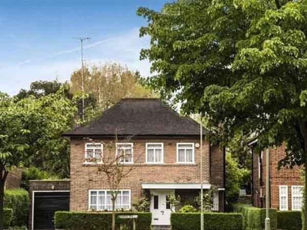 in-london-5-million-buys-a-2547-square-foot-single-home-in-the-norrice-lea-neighborhood-with-five-bedrooms-and-a-backyard
