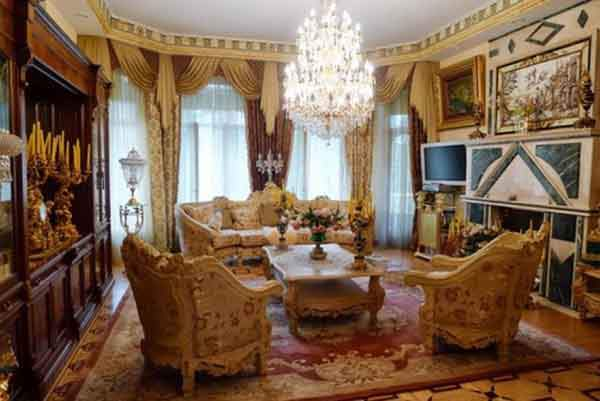 in-moscow-for-494-million-you-can-get-a-furnished-home-with-eight-beds-eight-baths-a-pool-and-an-elevator-in-a-7427-square-foot-house