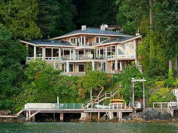 in-vancouver-for-494-million-you-can-get-a-west-coast-home-on-a-private-waterfront-lot-with-a-waterside-dock-and-an-infinity-pool-in-5836-square-feet