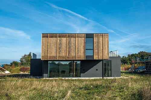 3036181-slide-s-3-this-house-adapts-as-families-grow-or-divorce