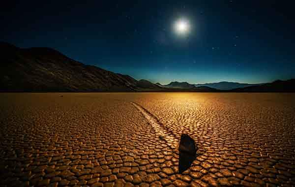 Trey Ratcliff - Death Valley - Mysterious Rocks - low-X2