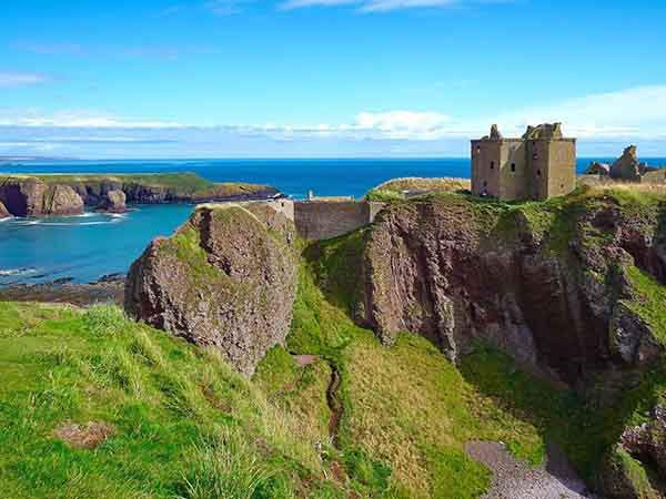dunnottar-castle-is-a-ruined-medieval-fortress-in-the-aberdeenshire-area-of-scotland