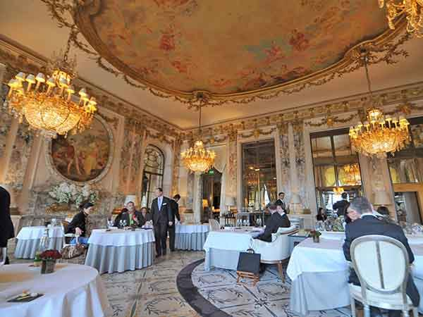 eat-at-a-michelin-starred-restaurant-like-le-meurice-in-paris
